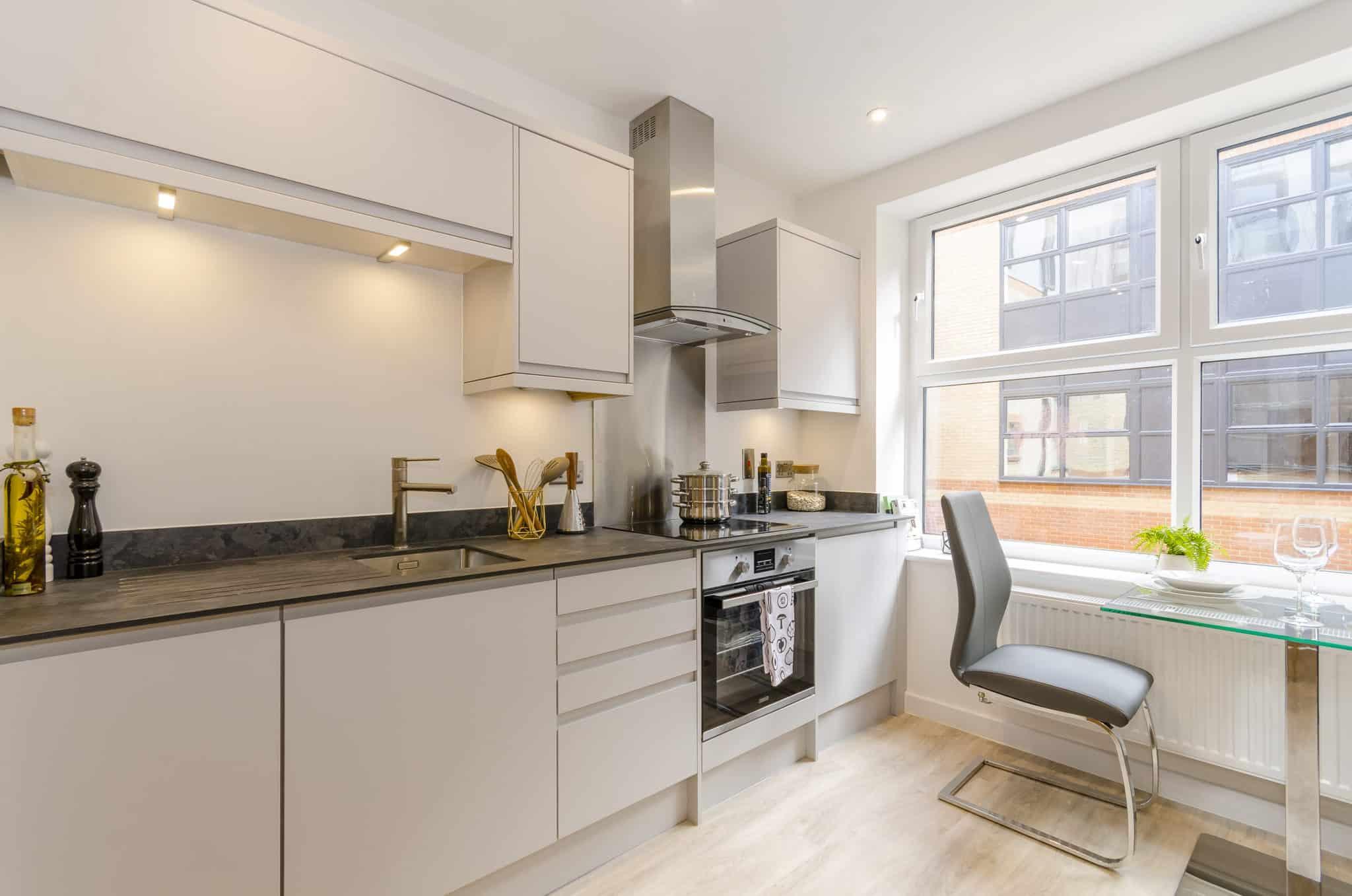 Saxon Gate Southampton Interior: Commercial to Residential Property Conversion Apartment